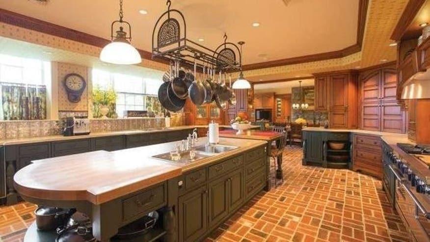 Phil-house-kitchen-e1465409110812-edba53112f135510VgnVCM100000d7c1a8c0____