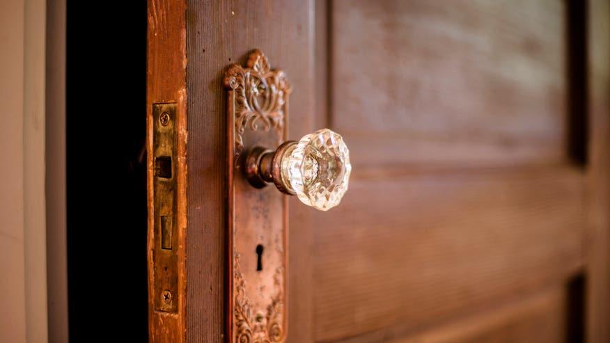 crystal-door-knob-rental-decor-e146-4e4bcd8a37635510VgnVCM100000d7c1a8c0____