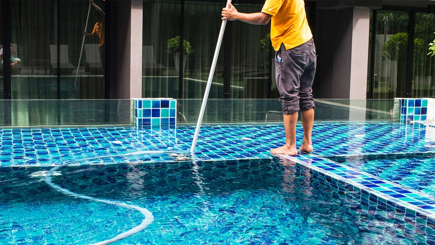 pool-cleaner-a307a37a6e975510VgnVCM100000d7c1a8c0____
