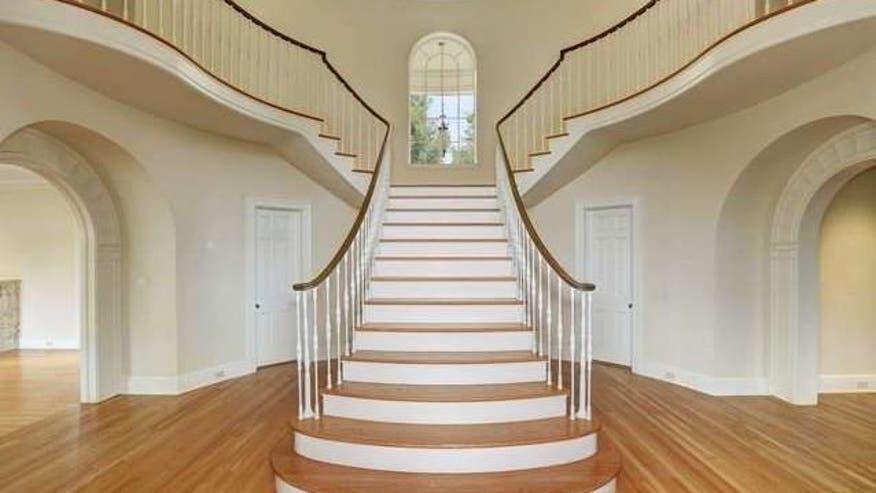 Mommy-Dearest-House-staircase-e1467-feea9b3f5ed95510VgnVCM100000d7c1a8c0____