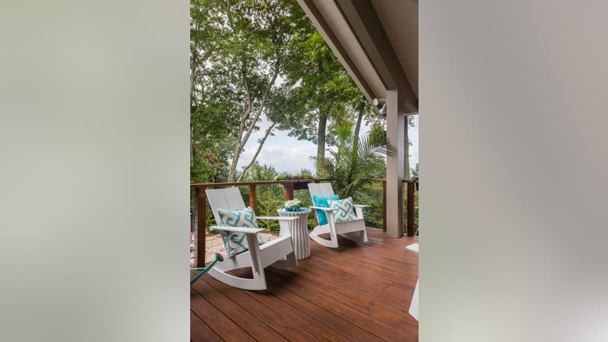 Outdoor-Deck-White-Chairs-teal-Acce-df15fd7c48406510VgnVCM200000d6c1a8c0____