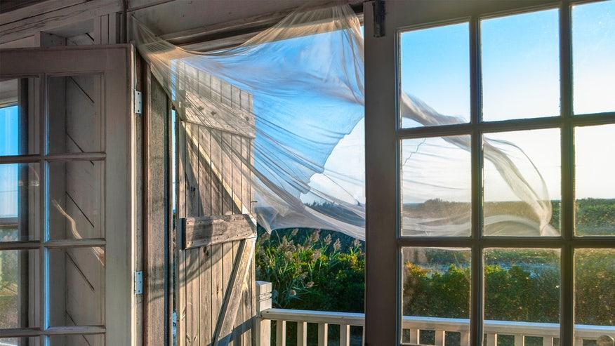 breezey-windows-104482d57ee06510VgnVCM100000d7c1a8c0____