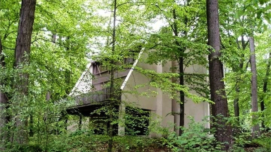 Frank Lloyd Wright Inspired 39 Treehouse 39 In Pennsylvania Up