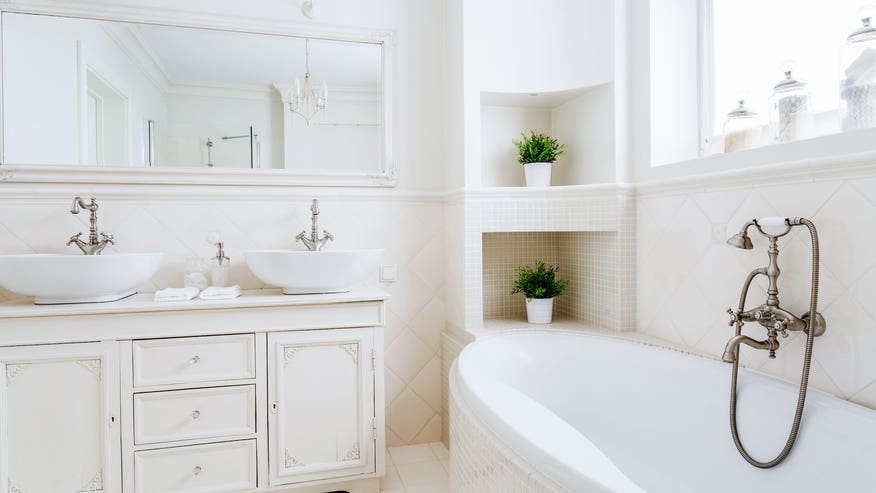 how-to-stage-a-bathroom-3615f62ae9d26510VgnVCM100000d7c1a8c0____