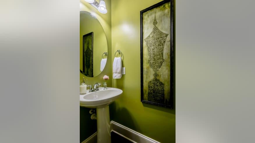 Green-Chartreuse-Powder-Room-3-683x-978cdaa8dd646510VgnVCM100000d7c1a8c0____
