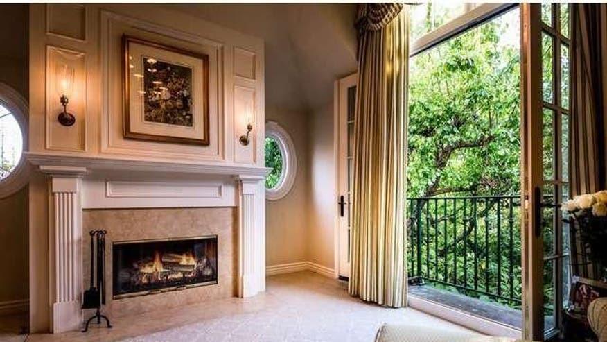 Brentwood-Park-master-bedroom-746cca9895c56510VgnVCM100000d7c1a8c0____