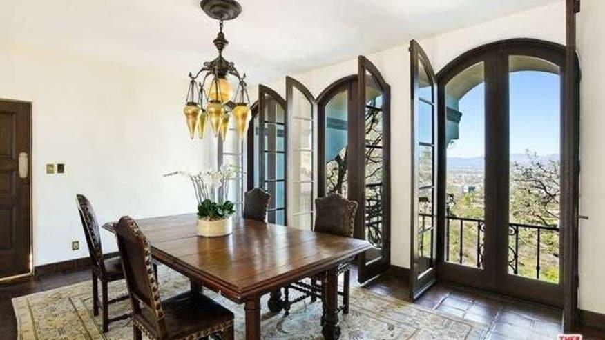Getty-Estate-Dining-Room-832x468-62430a27cbb56510VgnVCM100000d7c1a8c0____