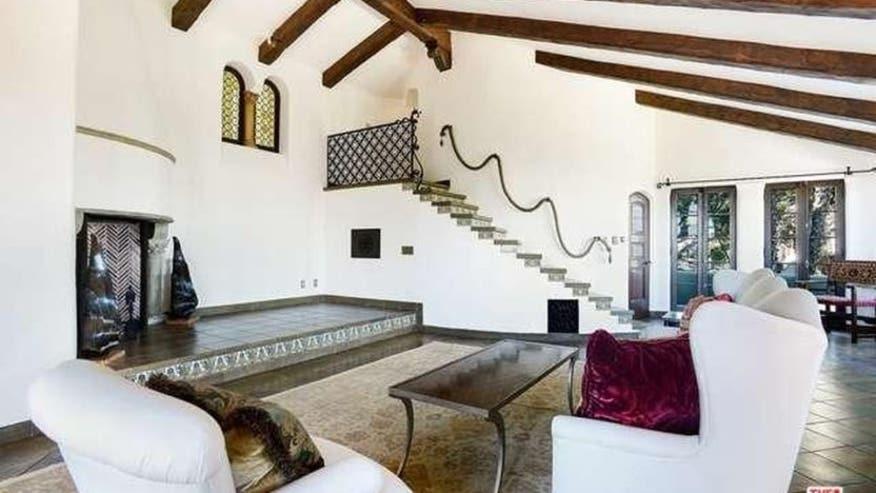 Getty-Estate-Living-Room-832x468-62430a27cbb56510VgnVCM100000d7c1a8c0____