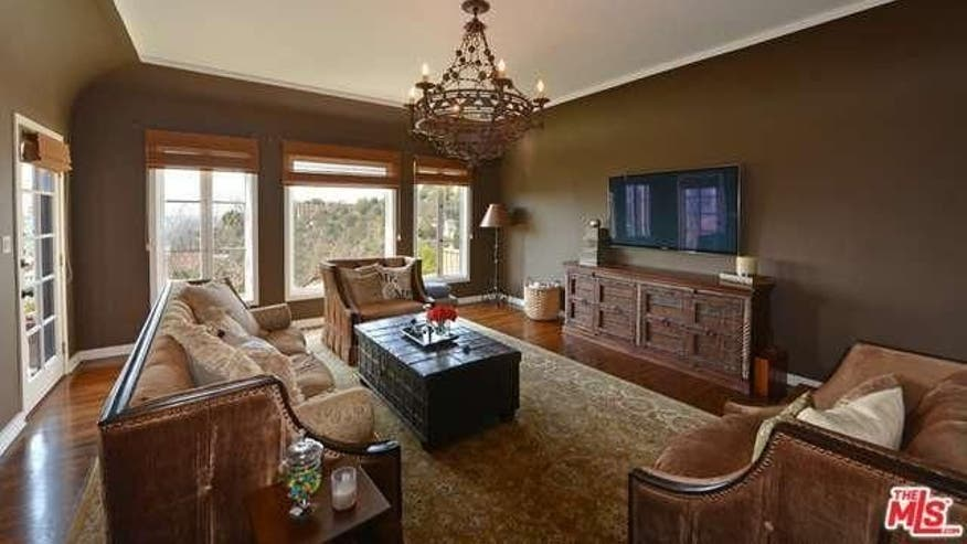 Longoria-living-room-73ee9dc8caa56510VgnVCM100000d7c1a8c0____