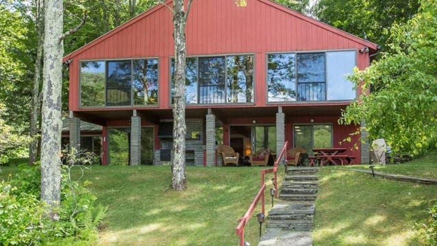 lake-house-exterior-ca25115191996510VgnVCM100000d7c1a8c0____