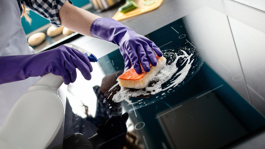cleaning-electric-stove-51058e2f15b96510VgnVCM100000d7c1a8c0____