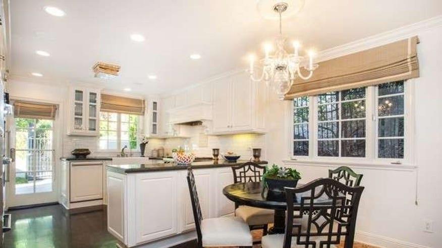 Joel-McHales-House-Kitchen-89be1bea6b6c6510VgnVCM200000d6c1a8c0____