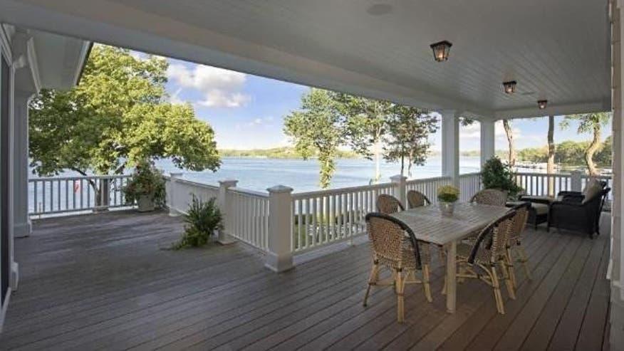 Deck-with-lake-views-a41895777e7d6510VgnVCM100000d7c1a8c0____