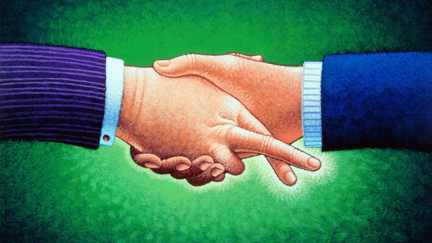 handshake-crossed-fingers-3ab120f3459d6510VgnVCM100000d7c1a8c0____