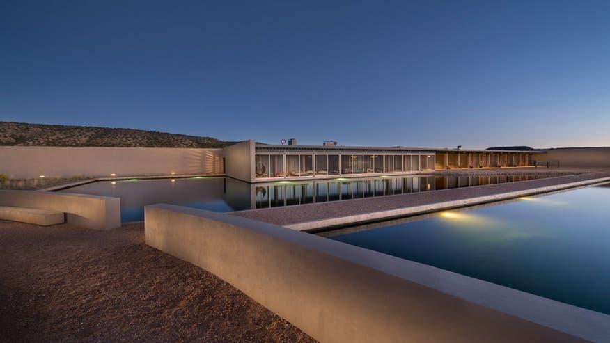main-residence-on-pool-e14728506448-31f5b5054b7f6510VgnVCM200000d6c1a8c0____