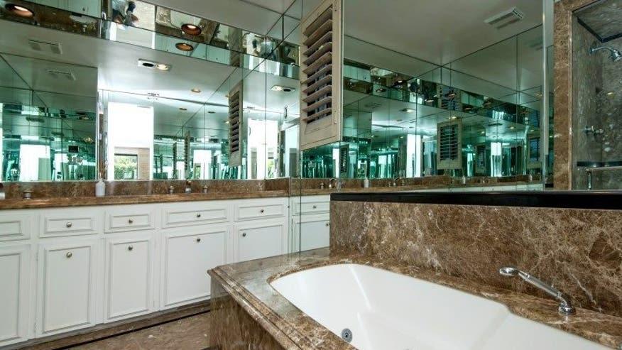bondbathroom-e1473185634106-064ca4536f007510VgnVCM100000d7c1a8c0____