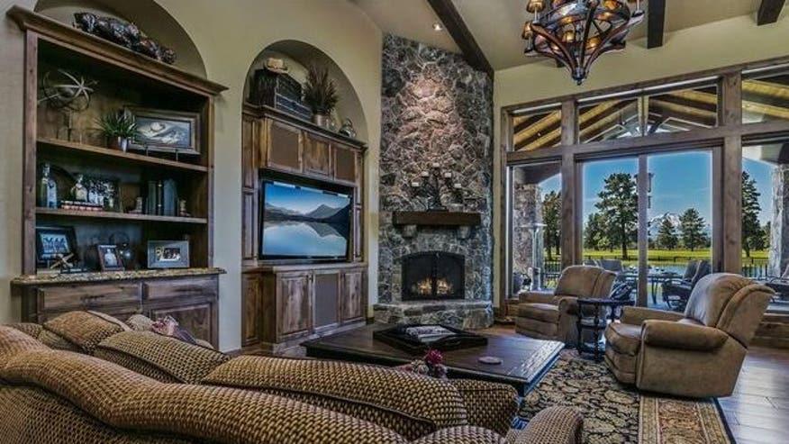 R-and-B-living-room-e1473712042302-b642a7f6baf17510VgnVCM100000d7c1a8c0____