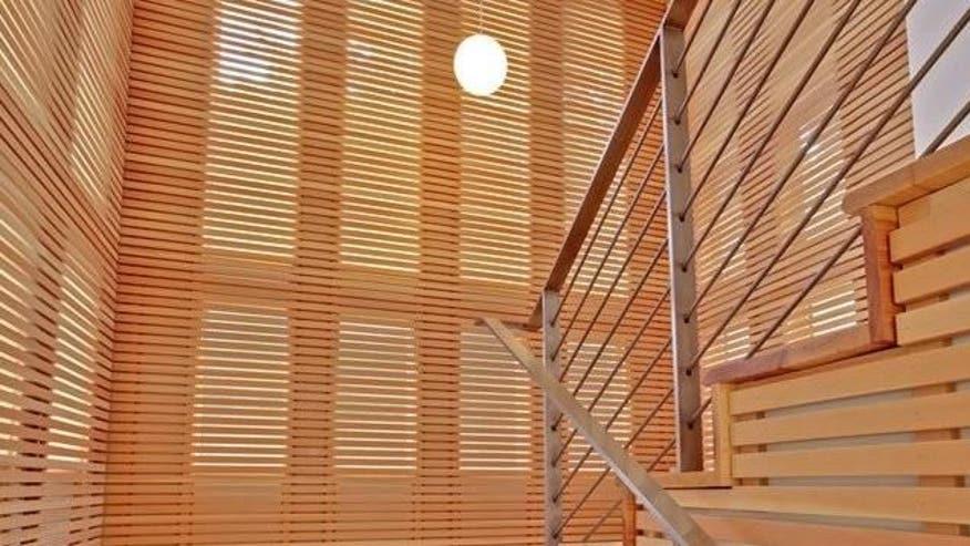 Abby-Wambach-staircase-e14740333563-01dcad2937437510VgnVCM100000d7c1a8c0____