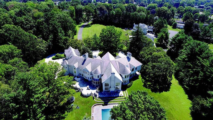 large_apollo-creed-mansion-exterior-de48abc5f7b87510VgnVCM100000d7c1a8c0____