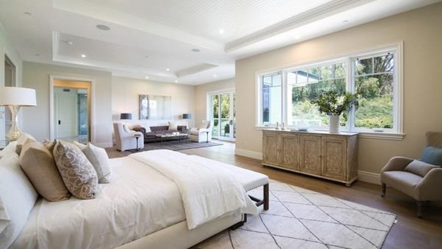 24115-Hidden-Ridge-Road-bedroom-9a9f3687c0a97510VgnVCM100000d7c1a8c0____