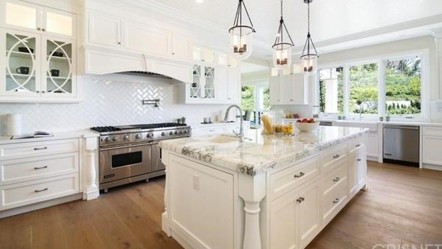 24115-Hidden-Ridge-Road-kitchen-9a9f3687c0a97510VgnVCM100000d7c1a8c0____