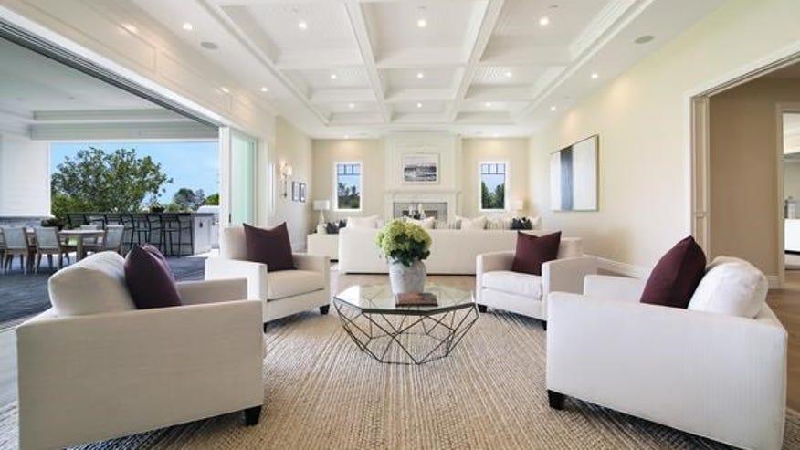 24115-Hidden-Ridge-Road-living-room-9a9f3687c0a97510VgnVCM100000d7c1a8c0____