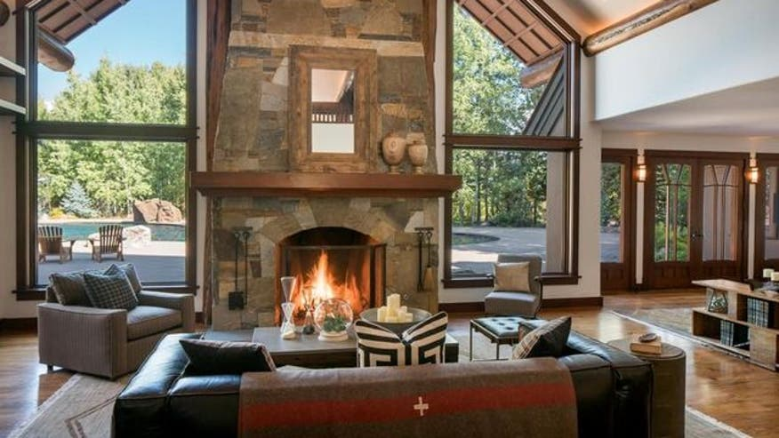 Bruce-Willis-Ranch-fireplace-17ea549ea60a7510VgnVCM100000d7c1a8c0____