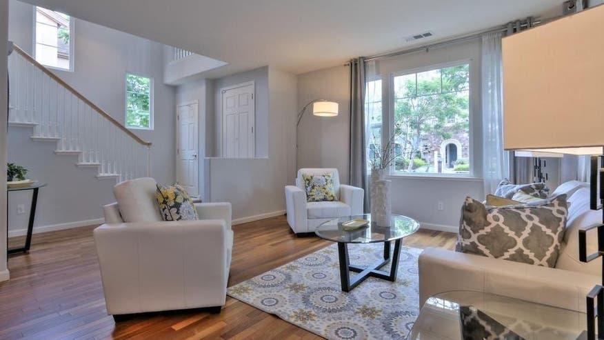 1041-Garrity-Way-living-room-677bd22a2b4c7510VgnVCM100000d7c1a8c0____