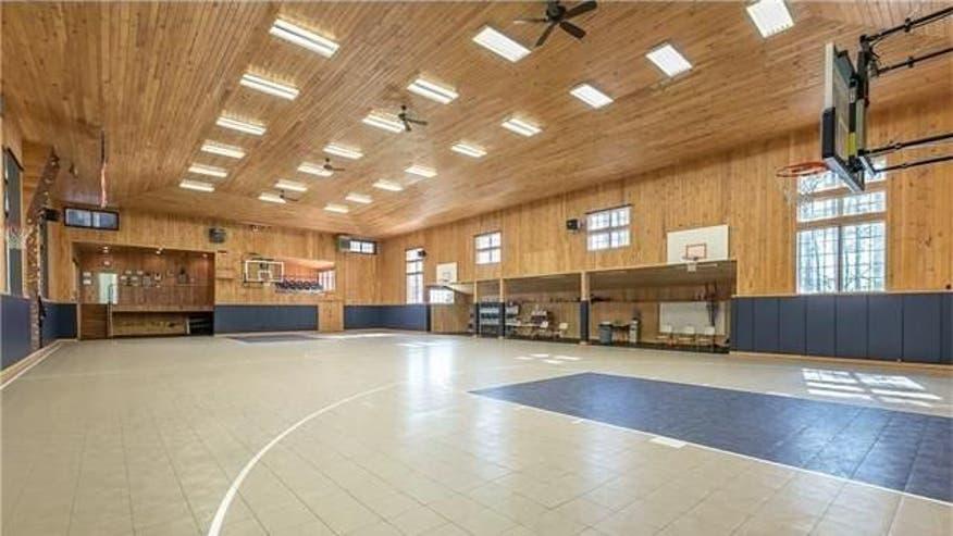 Indoor-Basketball-Court-4-4bd960811bed7510VgnVCM100000d7c1a8c0____