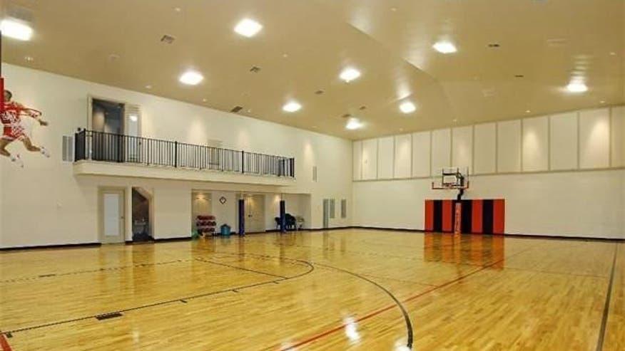 Indoor-Basketball-Court-6-4bd960811bed7510VgnVCM100000d7c1a8c0____