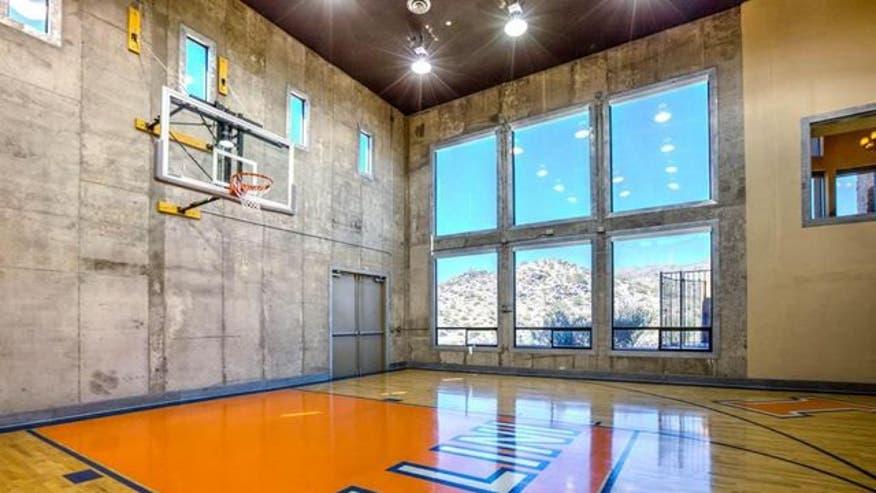 Indoor-Basketball-Court-7-4bd960811bed7510VgnVCM100000d7c1a8c0____