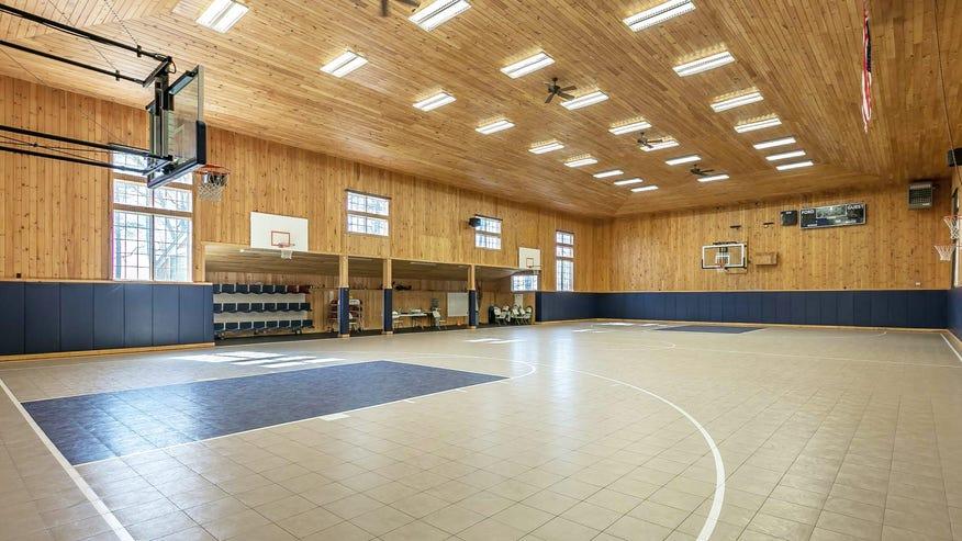 basketball-court-houses2-4bd960811bed7510VgnVCM100000d7c1a8c0____