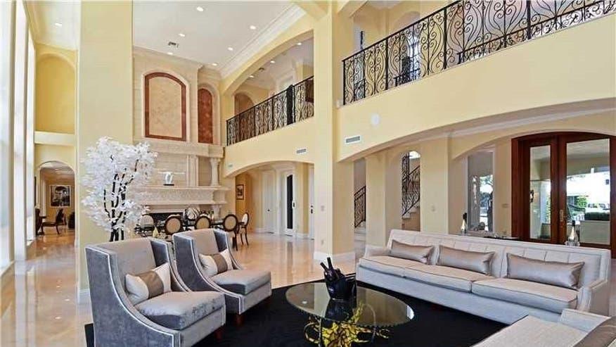 Rick-Ross-living-room-fc4a4e44dcdf7510VgnVCM100000d7c1a8c0____