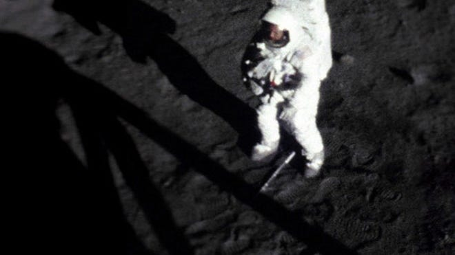 090710-apollo11-neil-02