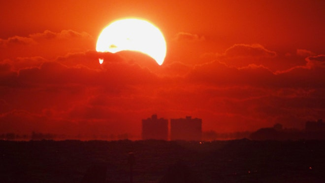 solar-eclipse-james-currie-nov-3-2013-norfolk-virginia-med
