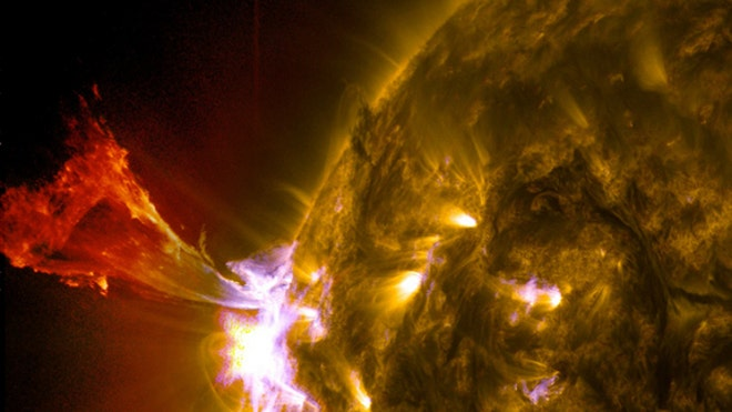 Sun unleashes spectacular solar eruption