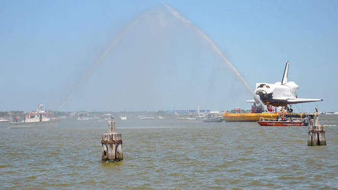 space-shuttle-replica-houston-barge-arrival-boats