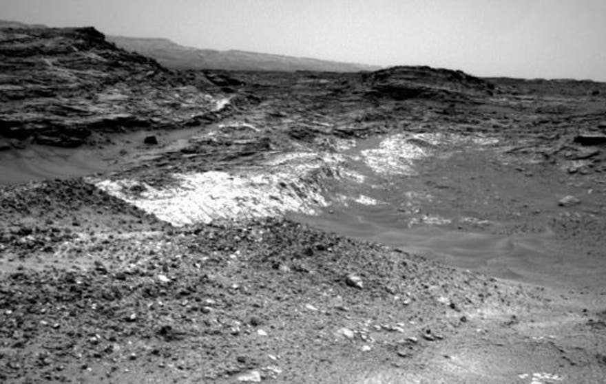 mars-rover-curiosity-rock-boundary