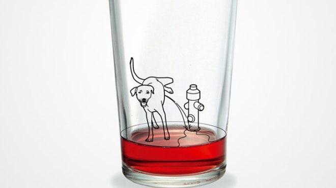 Anjing Menandai Hydrant