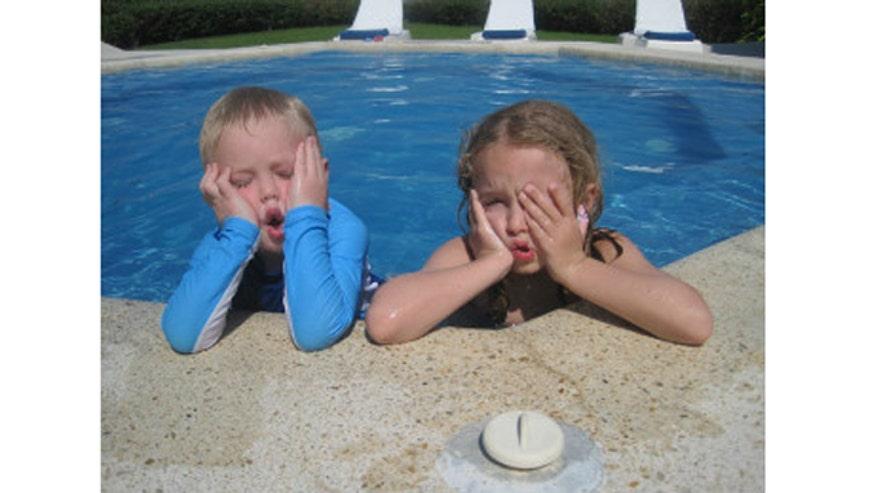 Elliot_and_Jack_pool_2011.jpg
