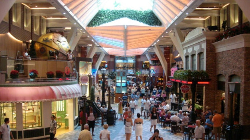 Oasis of the Seas Royal Promenade, 640x360