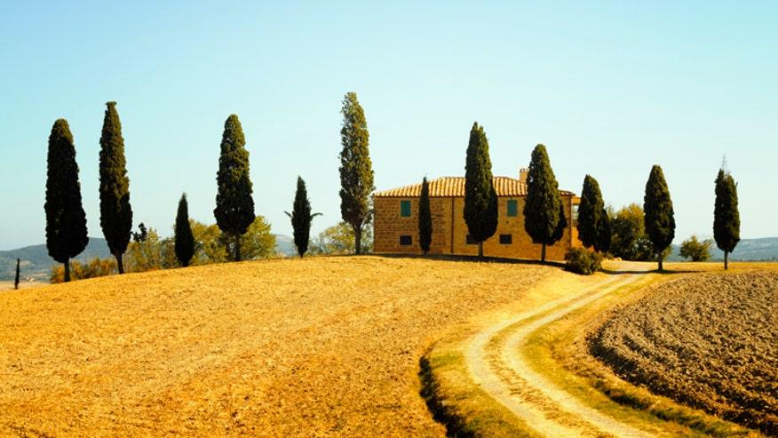 Tuscany_Farmhouse_istock.jpg