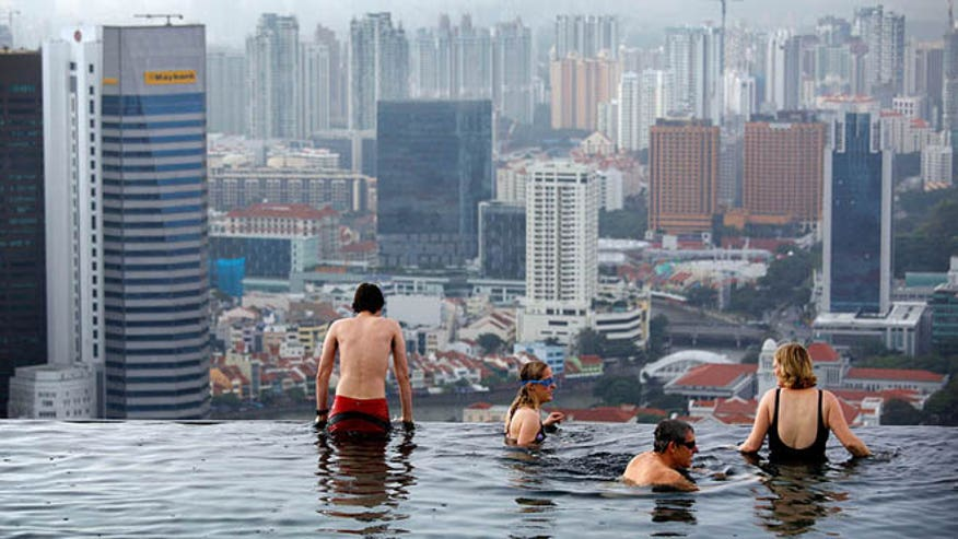singapore_pool.jpg