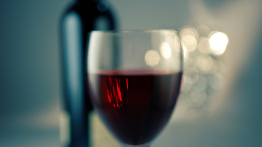wine_glass_gq_21may10_istock_b.jpg