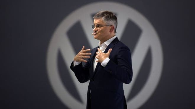 German government ministers reportedly turned a blind eye to Volkswagen installing cheat devices to fool U.S. diesel emissions tests, raising the possibility that the mushrooming scandal could cause embarrassment for Chancellor Angela Merkel.