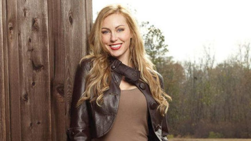 Duck Dynasty Wife Jessica Robertson Says She Brought Baggage Nude and ...