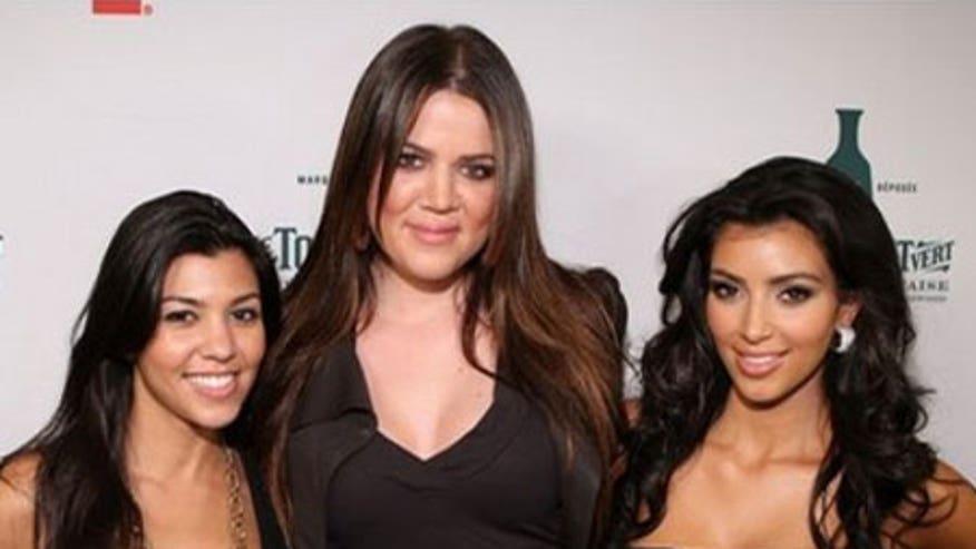 0_23_Kardashian_sisters