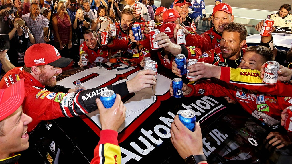 Earnhardt Jr. retires from NASCAR with epic bash