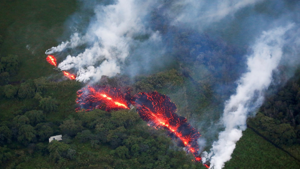 Lava from Hawaii volcano nears an evacuation route, gas warning issued