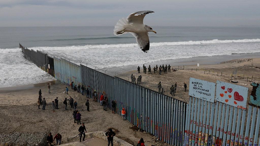 TUCKER CARLSON: Mexicans' priceless reaction to caravan confounds liberals